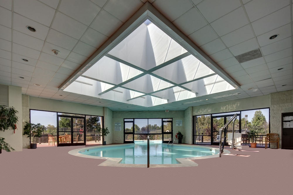 Indoor Pool, Holiday Inn Staunton Conference Center