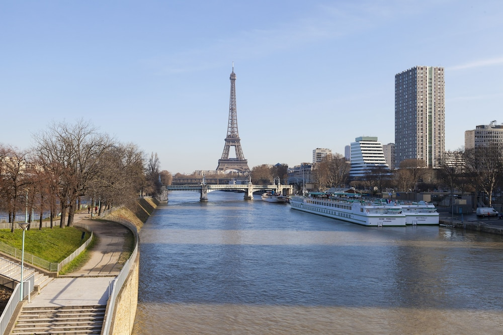 Best western tour eiffel invalides in paris hotel rates for Hotel best western paris