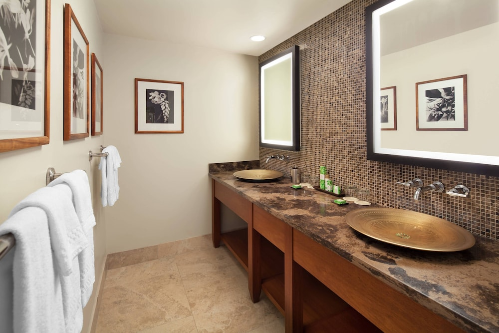 Bathroom, The Royal Hawaiian, a Luxury Collection Resort, Waikiki