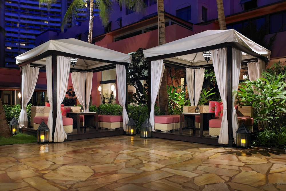 Outdoor Dining, The Royal Hawaiian, a Luxury Collection Resort, Waikiki