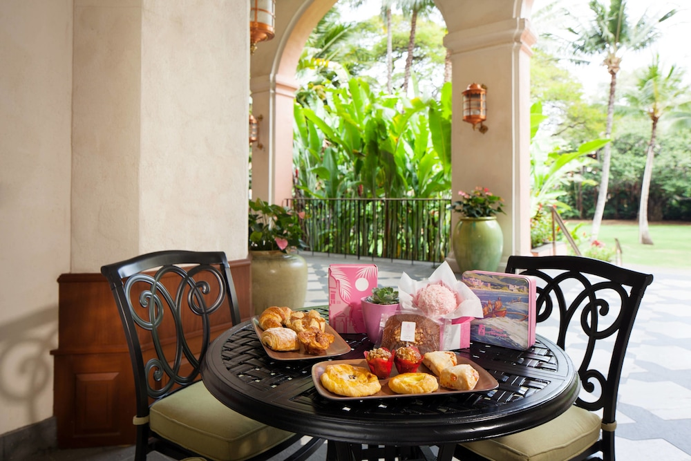 Cafe, The Royal Hawaiian, a Luxury Collection Resort, Waikiki