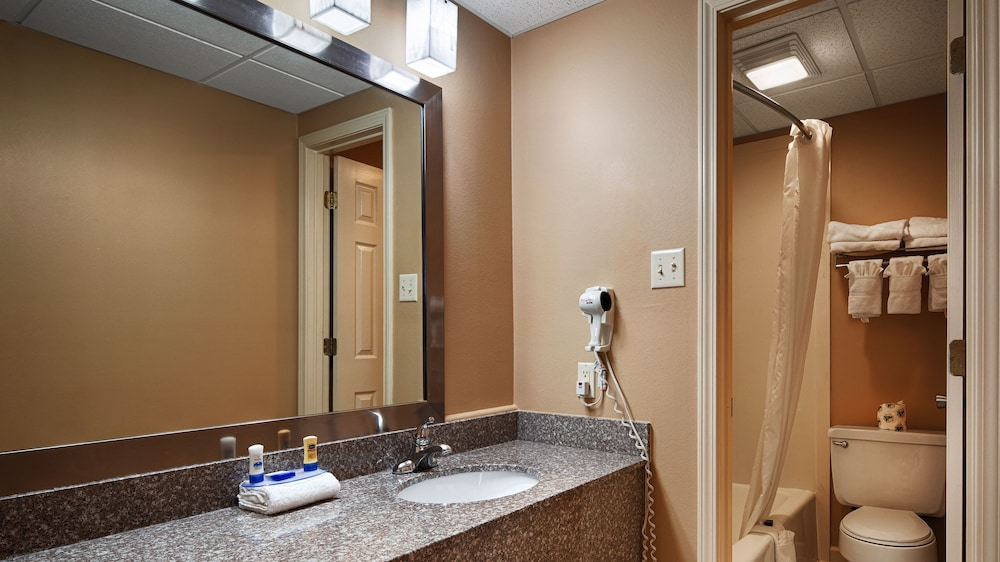 Bathroom, Best Western Conway