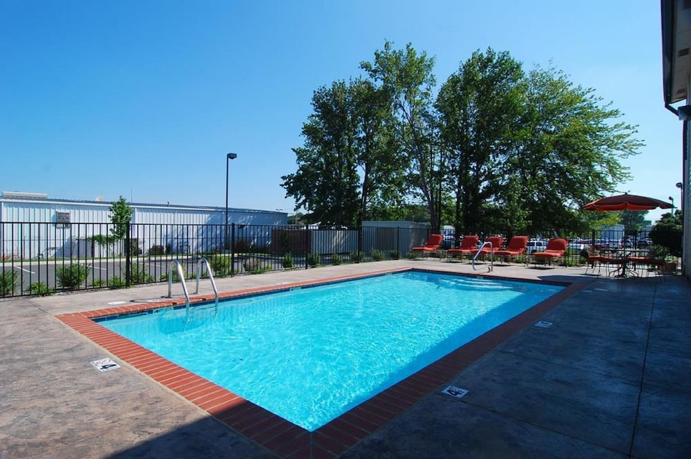 Pool, Best Western Conway