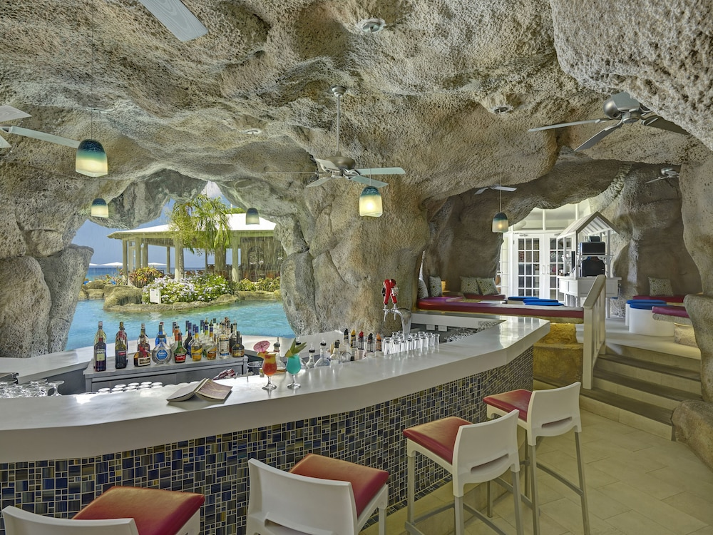 Bar, Crystal Cove by Elegant Hotels All Inclusive Resort