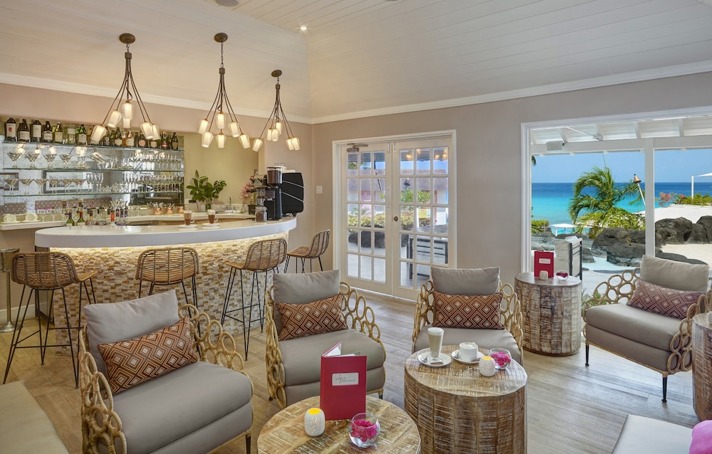 Interior, Crystal Cove by Elegant Hotels All Inclusive Resort