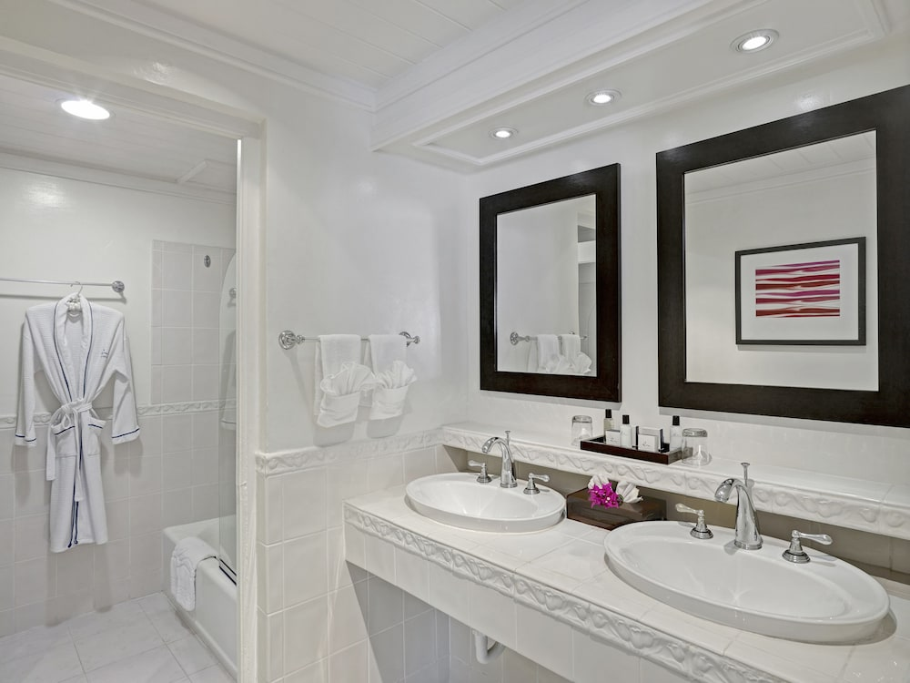 Bathroom, Crystal Cove by Elegant Hotels All Inclusive Resort