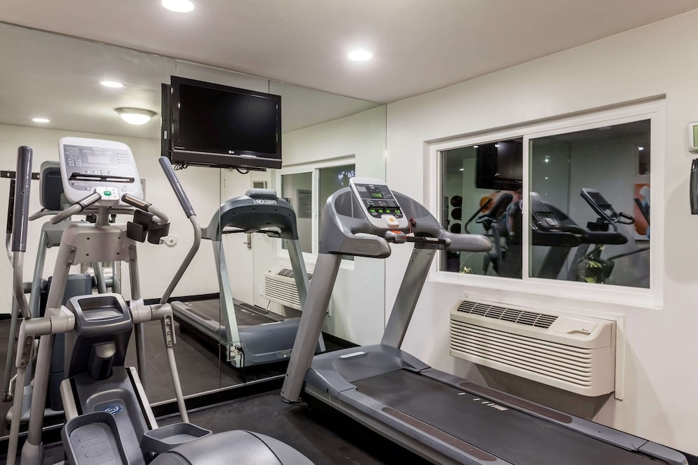 Fitness Facility, Days Inn by Wyndham San Diego Hotel Circle