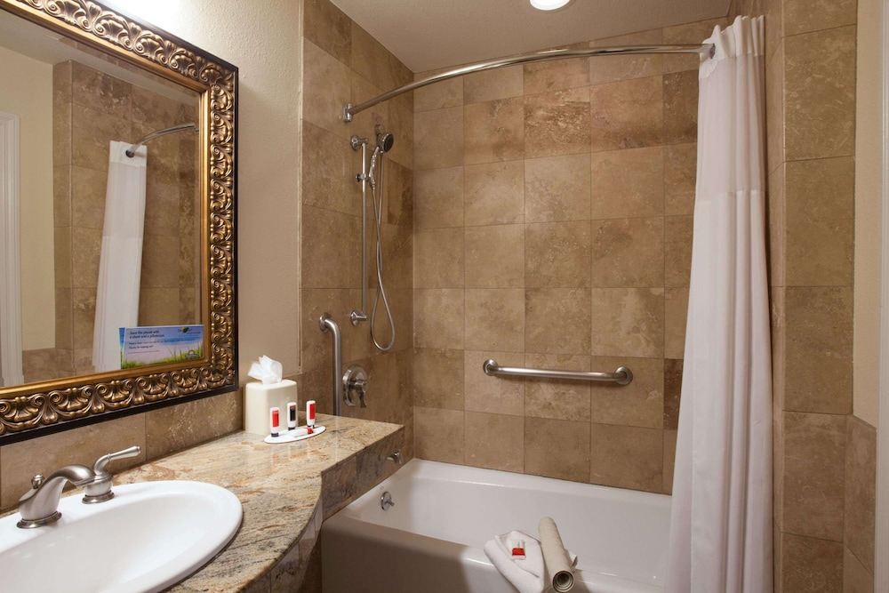 Bathroom, Days Inn by Wyndham San Diego Hotel Circle