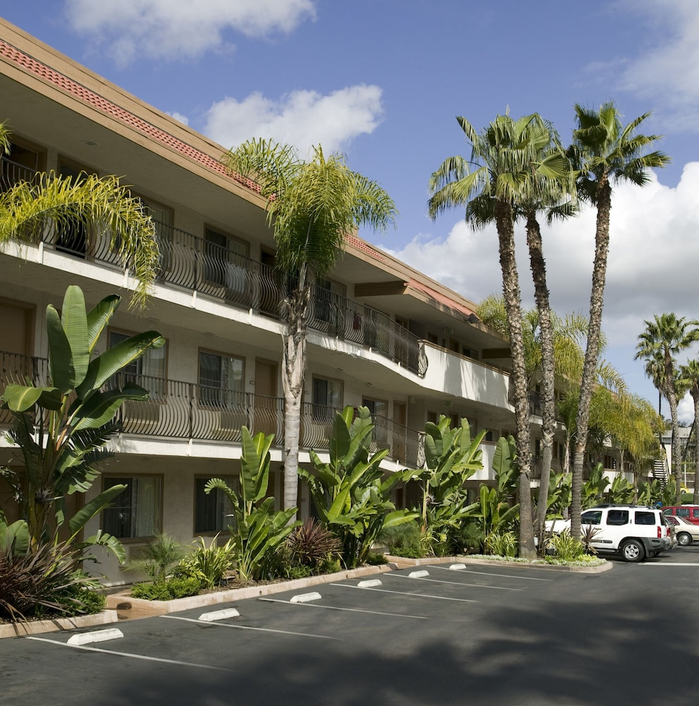 Property Grounds, Days Inn by Wyndham San Diego Hotel Circle