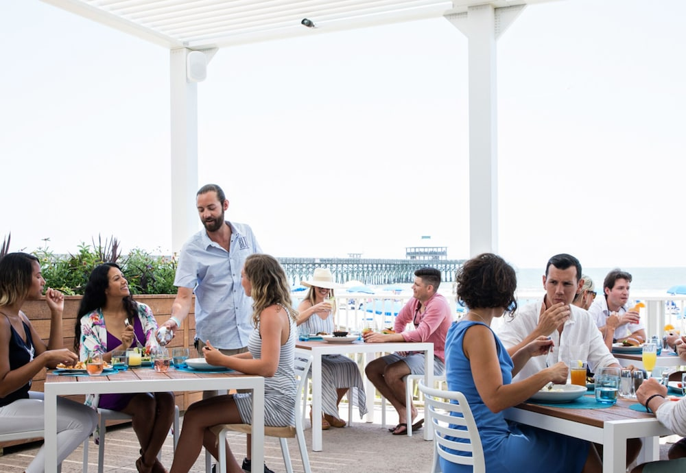 Outdoor Dining, Tides Folly Beach Hotel