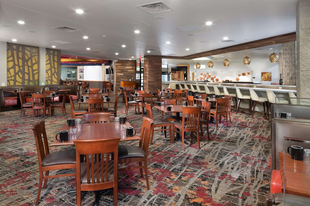 Restaurant, DoubleTree by Hilton Hotel Lawrence