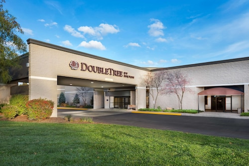 DoubleTree by Hilton Hotel Lawrence