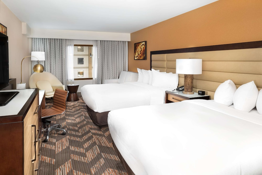 Room, DoubleTree by Hilton Hotel Lawrence
