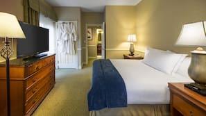 保險箱 (可放手提電腦)、書桌、窗簾、熨斗/熨衫板