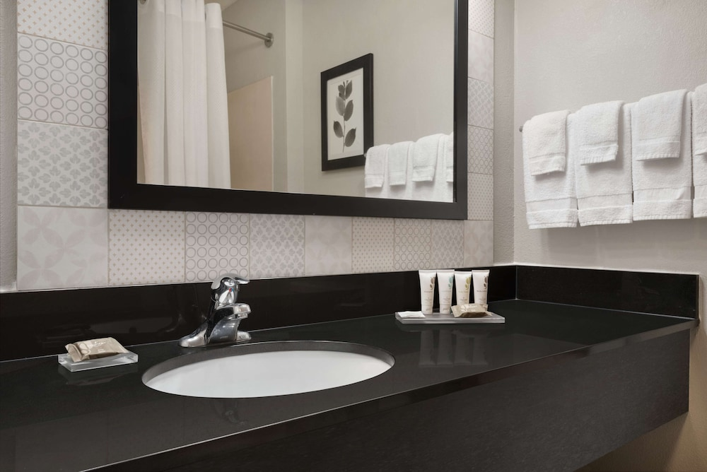 Bathroom, Country Inn & Suites by Radisson, Brookings, SD