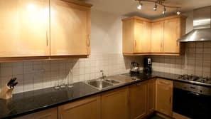 ตู้เย็นขนาดใหญ่, ไมโครเวฟ, เตาอบ, เตาทำครัว