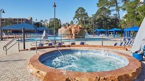 2 piscine all'aperto, cabanas (a pagamento), ombrelloni da piscina
