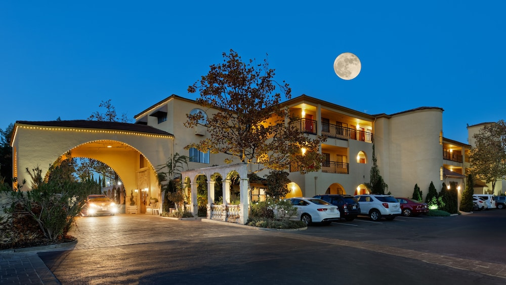 Front of Property - Evening/Night, Best Western Dry Creek Inn