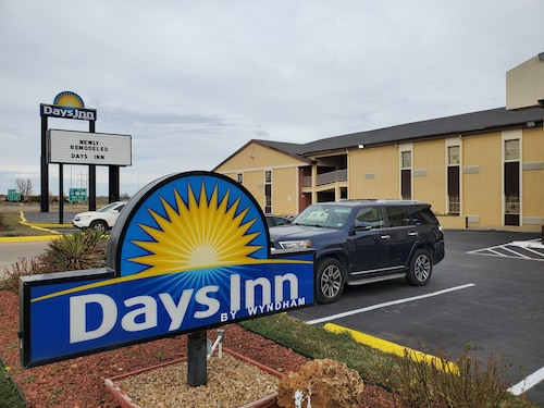 Days Inn by Wyndham Lawton