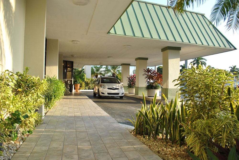 Property Entrance, Floridian Hotel