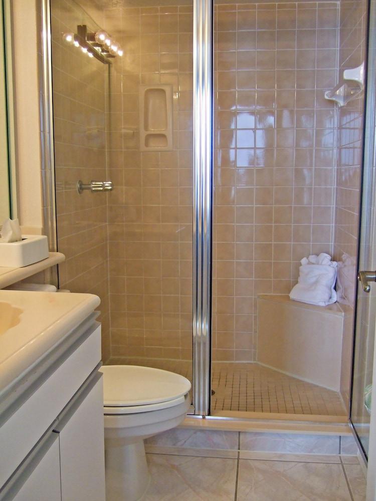 Harbour beach oceanfront resort in daytona beach hotel for Premier bathrooms daytona beach fl