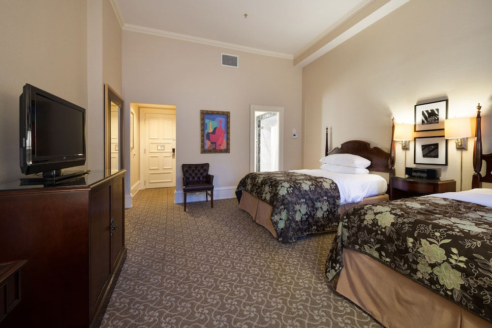 Room, The Pfister Hotel