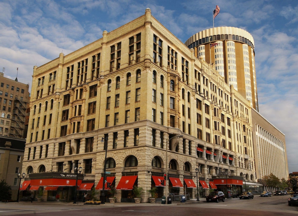 Exterior, The Pfister Hotel