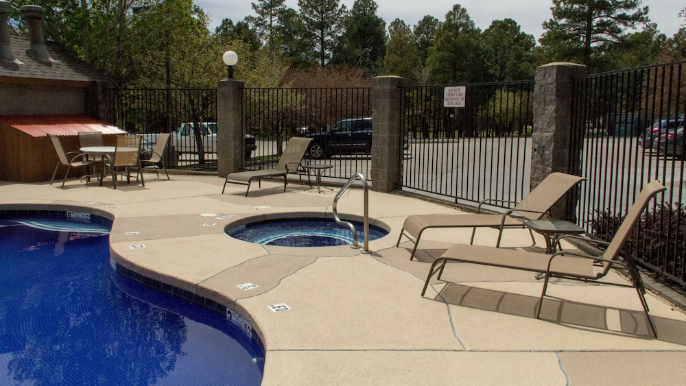 Outdoor Pool, Comfort Inn I-17 And I-40