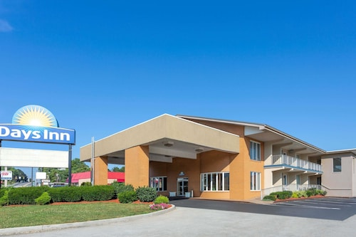 Days Inn by Wyndham Breezewood