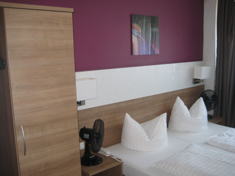 Room, Hotel S16