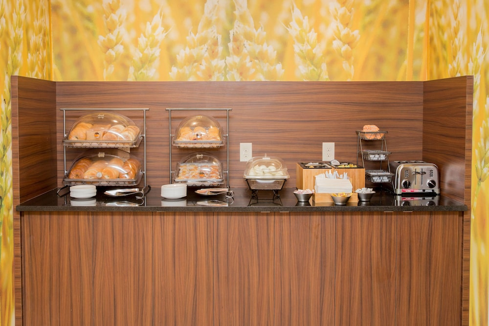 Breakfast buffet, Fairfield Inn & Suites by Marriott Lumberton