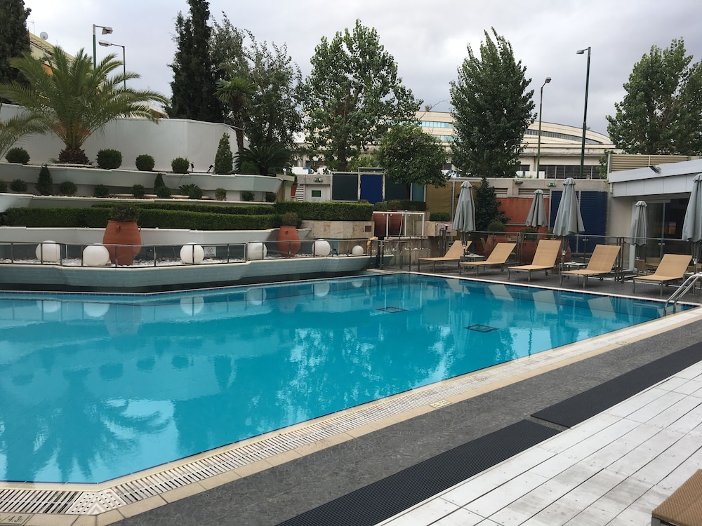 Outdoor Pool, Athenaeum InterContinental