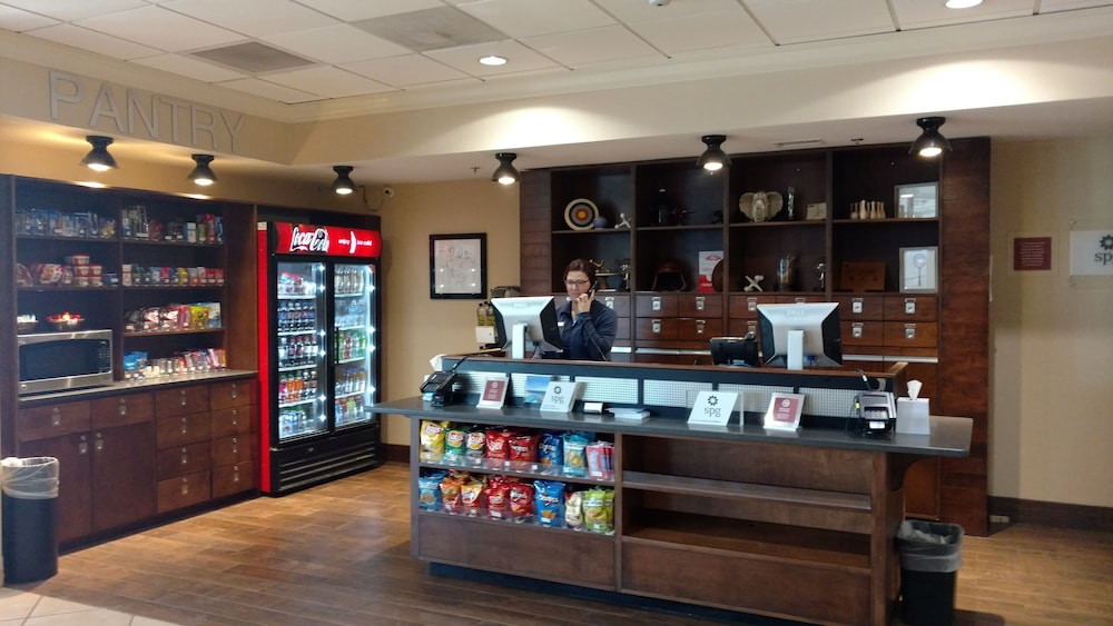 Snack Bar, Four Points by Sheraton Kansas City Airport