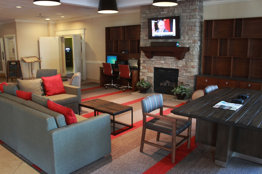 Lobby Sitting Area, Four Points by Sheraton Kansas City Airport