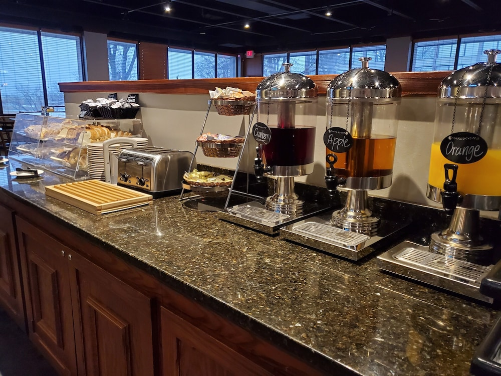 Breakfast buffet, Four Points by Sheraton Kansas City Airport