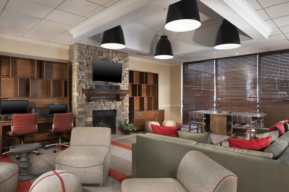 Lobby, Four Points by Sheraton Kansas City Airport