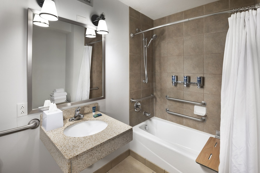 Bathroom, Four Points by Sheraton Kansas City Airport