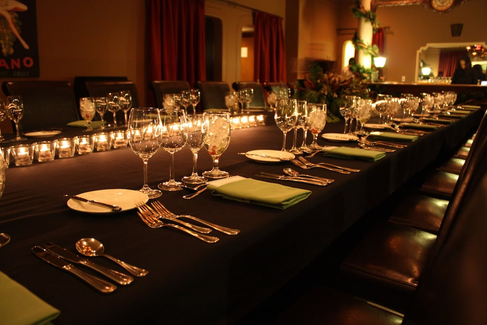 Dining, Carriage House Hotel & Conference Centre