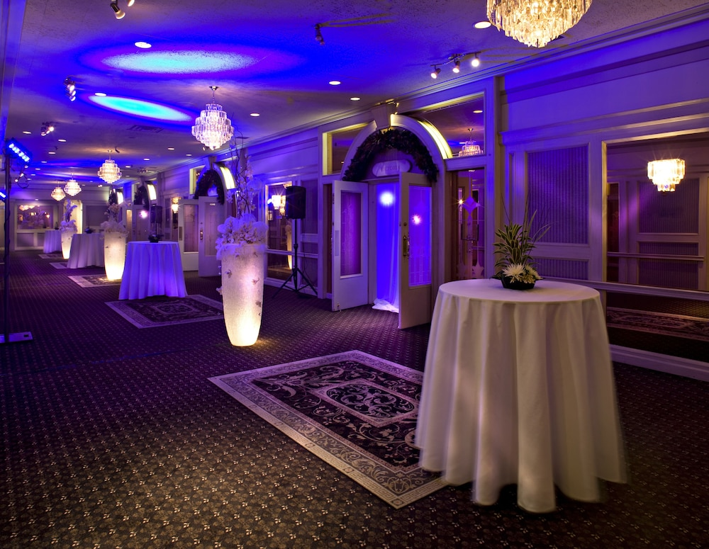 Banquet Hall, Carriage House Hotel & Conference Centre