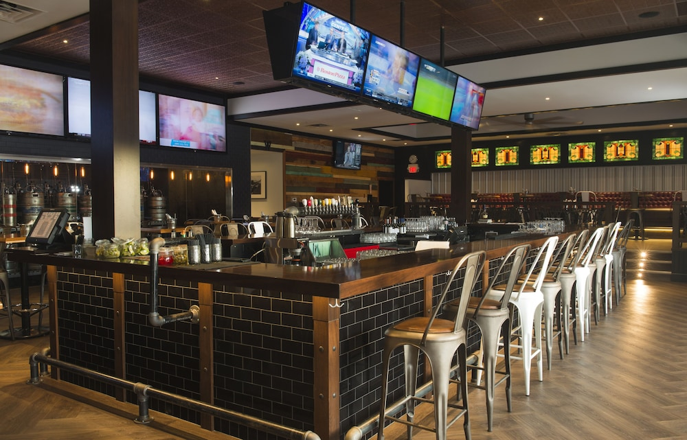 Sports Bar, Carriage House Hotel & Conference Centre
