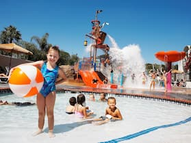 Howard Johnson by Wyndham Anaheim Hotel & Water Playground