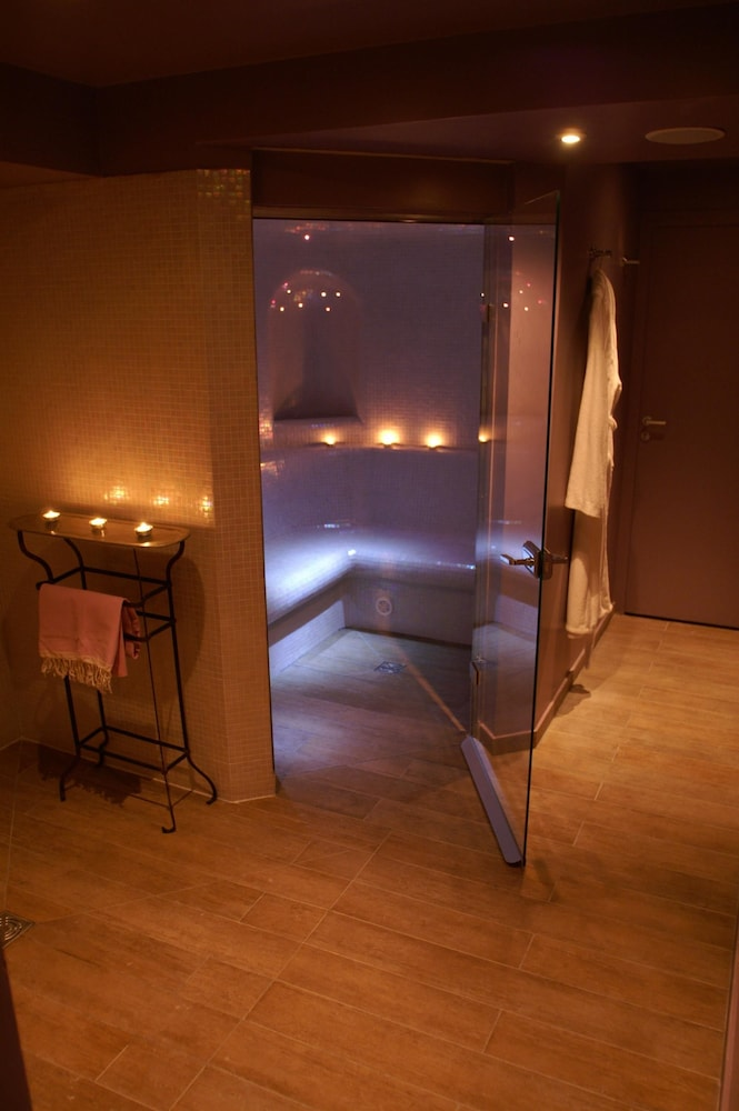 Steam Room, Hotel Le Six