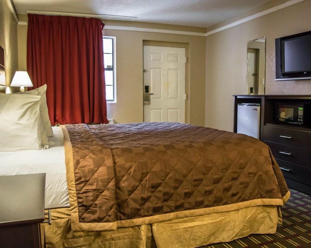 Rodeway Inn Near Ybor City - Casino, Tampa - Room Prices & Reviews ...
