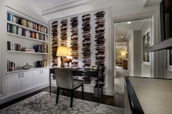 Seventy Seven Junior Suite - Library