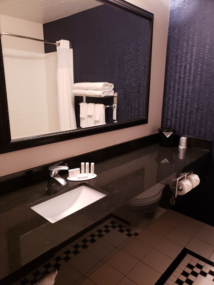 Bathroom, Fairfield Inn By Marriott Kennewick