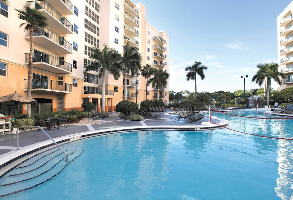 Wyndham Palm Aire 3 0 Out Of 5 Exterior Featured Image