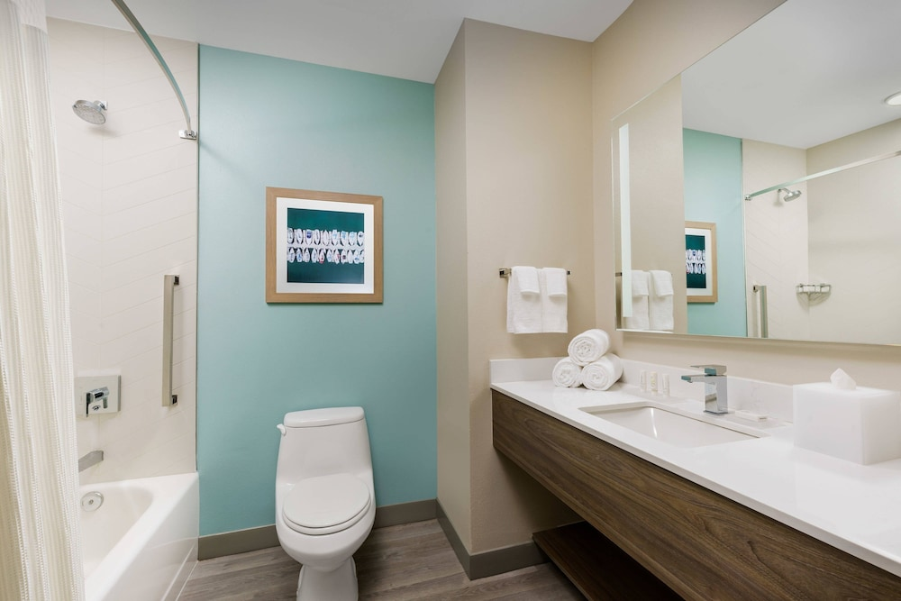 Bathroom, Fairfield Inn & Suites by Marriott Marathon Florida Keys