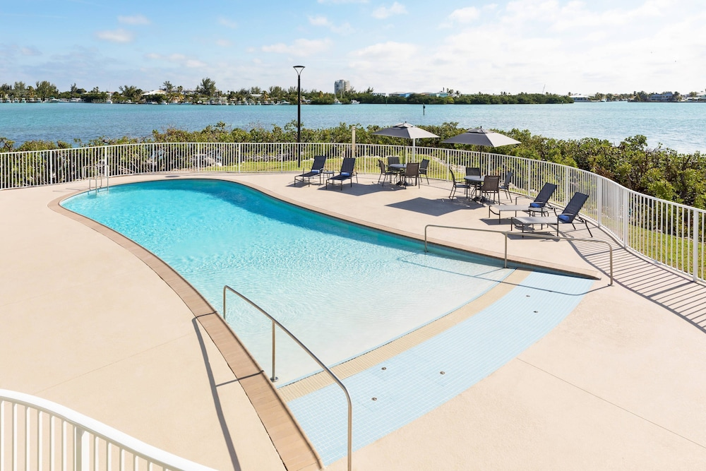 Pool, Fairfield Inn & Suites by Marriott Marathon Florida Keys