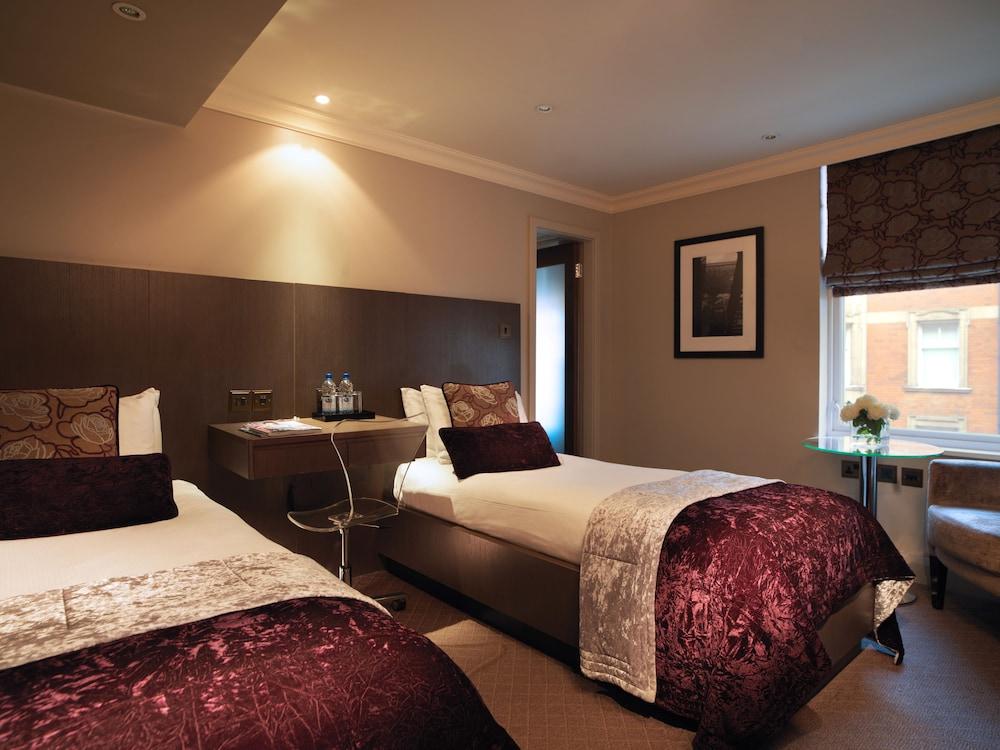 Radisson Blu London Superior Room