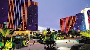 2021 Las Vegas Vacations Deals On Las Vegas Vacation Packages Hotwire